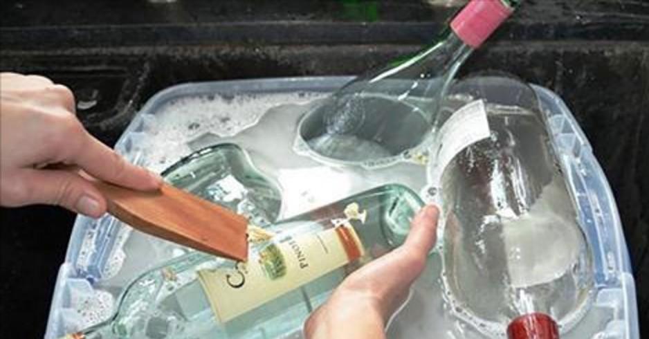 Statt gebrauchte Glasflaschen wegzuschmeißen hat sie diese Frau in etwas umgewandelt, was ihr auch haben müsst.