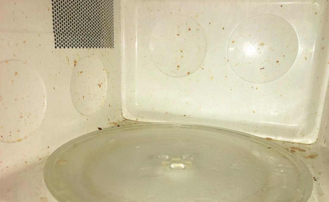 Mikrowelle reinigen: in 10 Minuten und fast umsonst