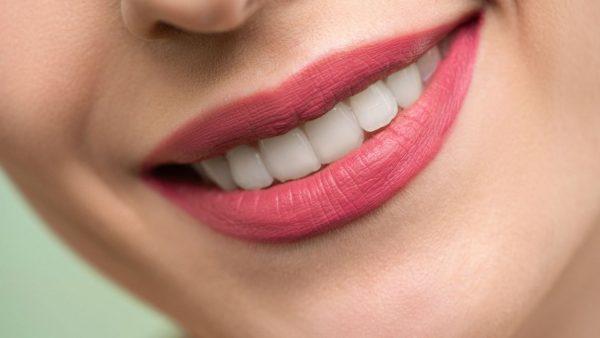 Zahnaufhellung: die besten Produkte für zu Hause