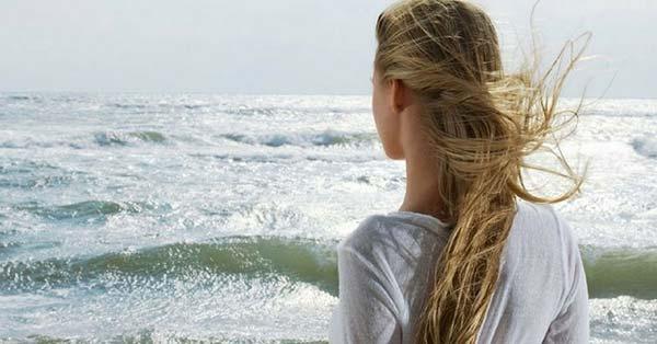 Geschädigtes Haar nach dem Meer: 4 natürliche Wege, um es zu pflegen