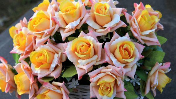 Künstliche Blumen: So reinigen und entstauben Sie sie in 3 einfachen Schritten