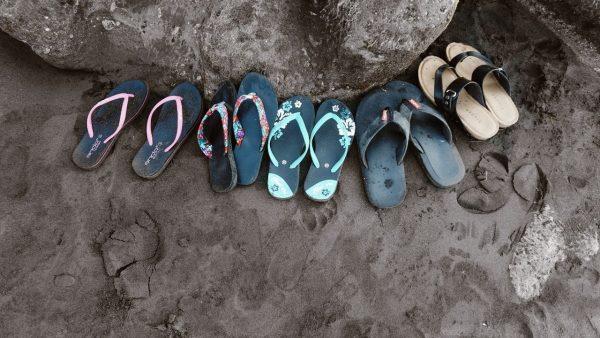 So halten Sie die Sohlen Ihrer Sandalen sauber und duften