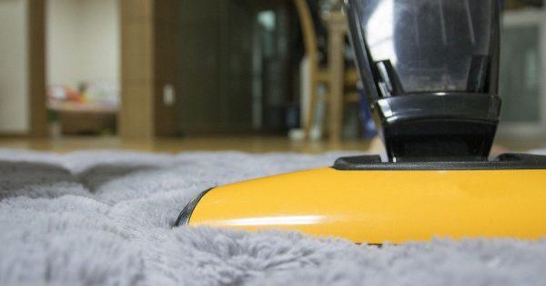 So reinigen Sie Teppiche mit natürlichen Mitteln