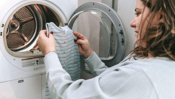 Kleidung, die einläuft: Wie kann man Waschfehler vermeiden und beheben?