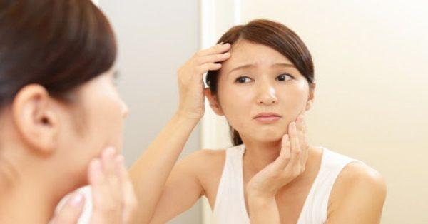 Geschwollenes oder geschwollenes Gesicht: Ursachen und Naturheilmittel